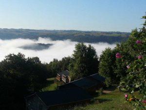 photo camping tarn avec vue sur la vallée