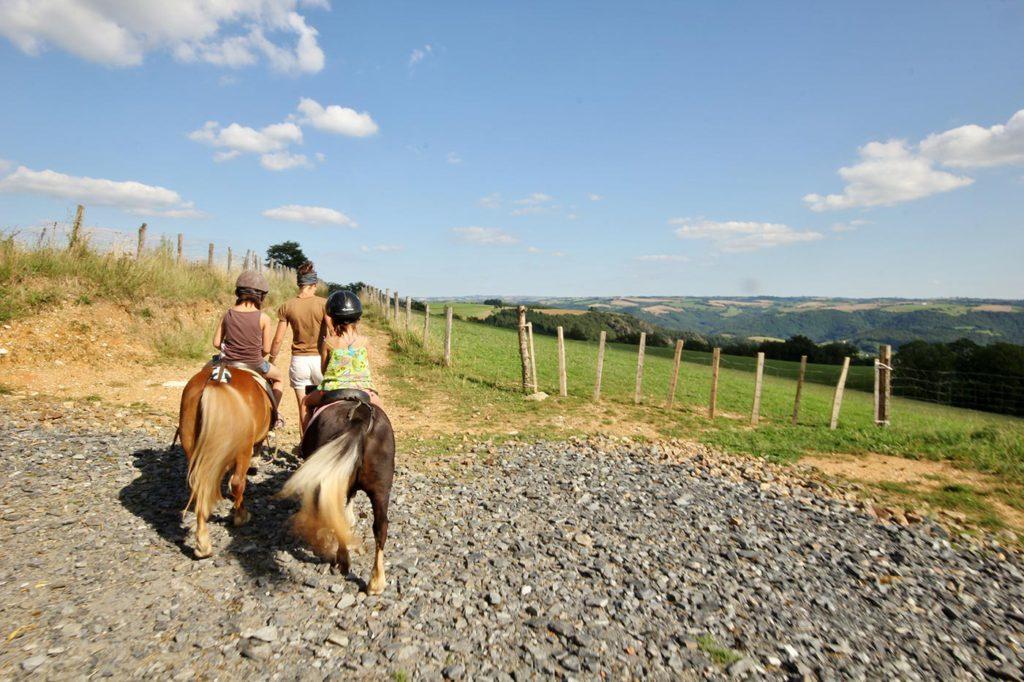Balade à poney dans les paysages du Tarn