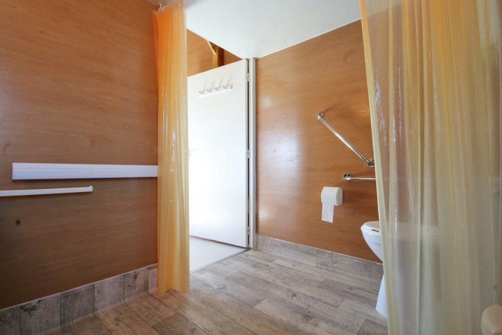 Chalet couple toilettes